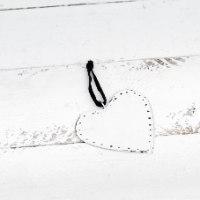 לב שטוח ממתכת -לבן (גודל S)