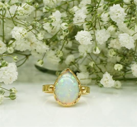 טבעת זהב 14K בשיבוץ אבן אופל