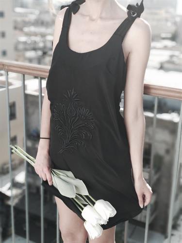 שמלת אוליביה ריקמה שחור