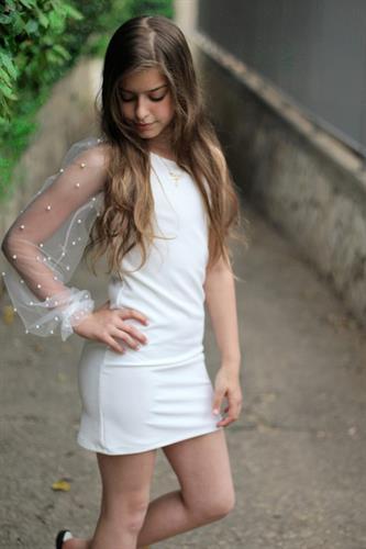 שמלת כתף שילוב פנינים בשרוול