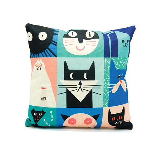 כרית נוי חתולים בצבעים | מתנה לאוהבי חתולים
