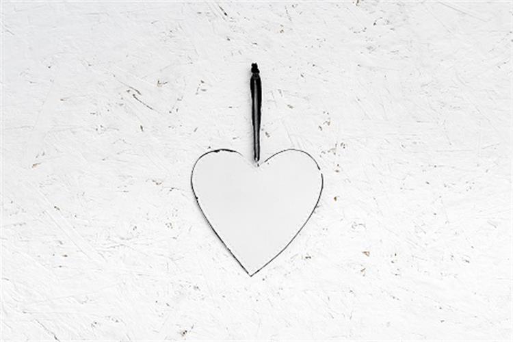 לב שטוח ממתכת - לבן  (גודל L)