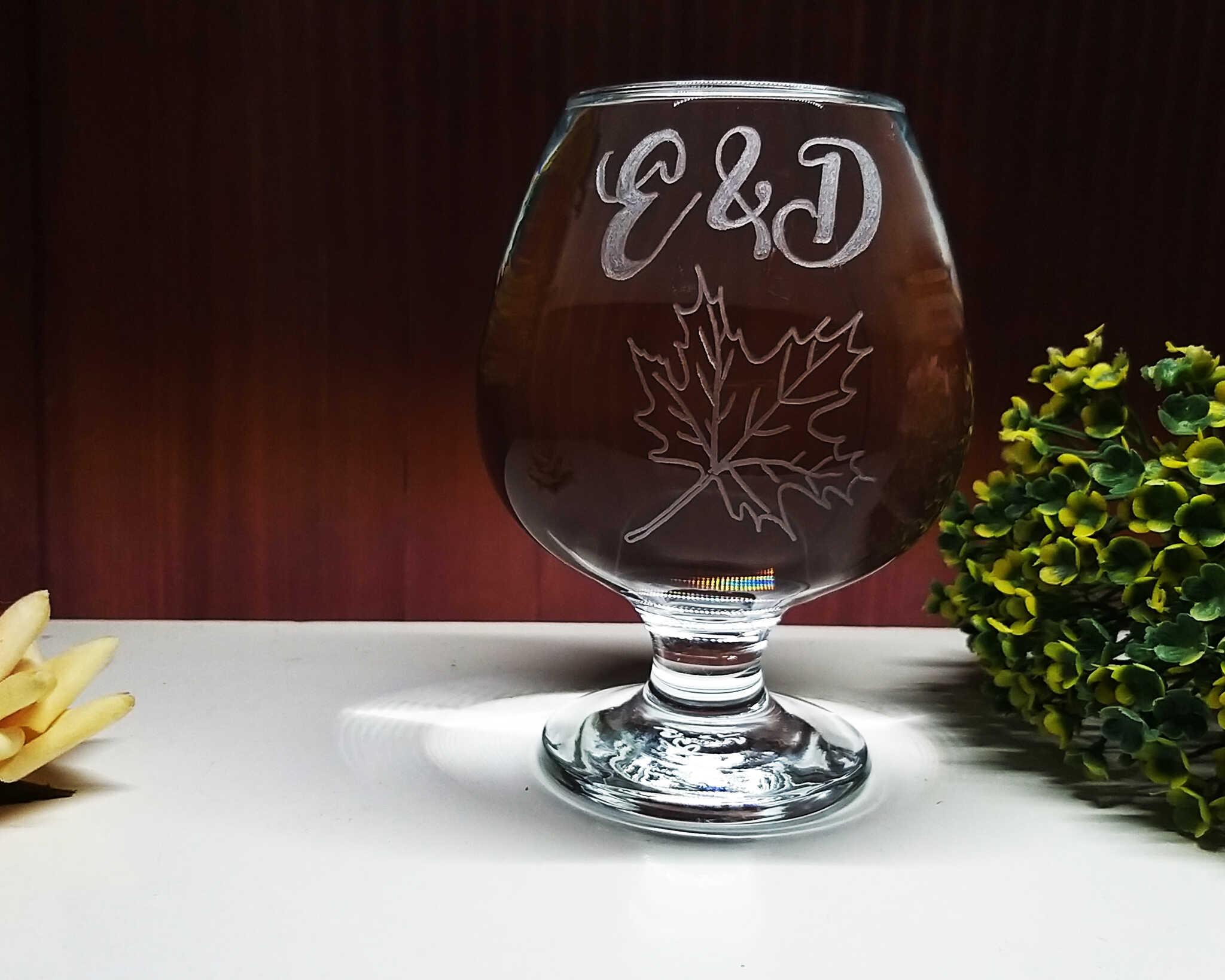כוס ברנדי עם חריטה בעבודת יד