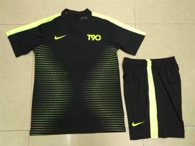 חליפת נייק שחורה צהובה