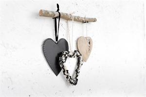 ענף עם 3 לבבות