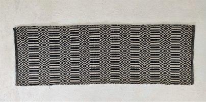 שטיח כותנה מעויינים ארוך - טבעי ושחור