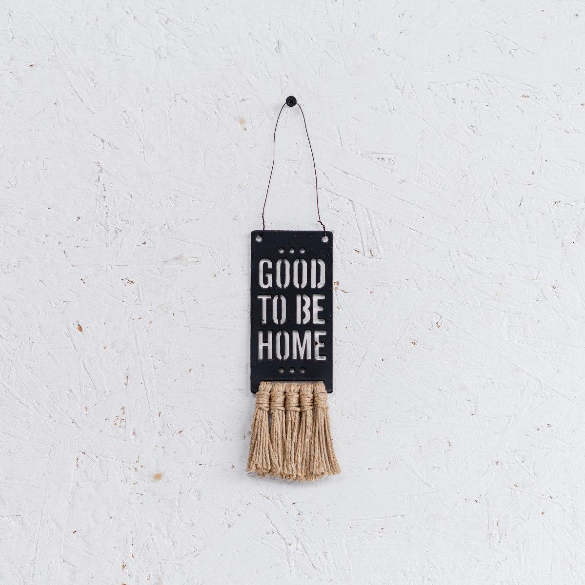 שלט מתכת קטן עם פרנזים (יוטה) - GOOD TO BE HOME