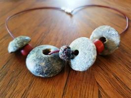 שרשרת קדם 2- משקולות טוויה  וחרוזי קורל עתיקים