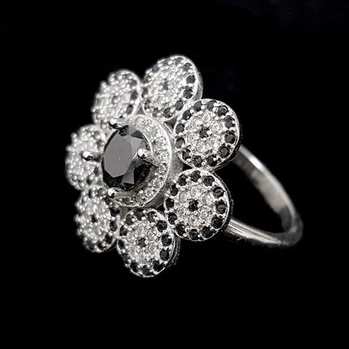 טבעת כסף פרח משובצת אבני זרקון לבנות ושחורות RG3240 | תכשיטי כסף 925 | טבעות כסף