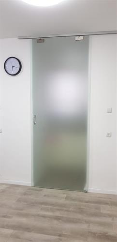 דלת הזזה לחדר מקלחת