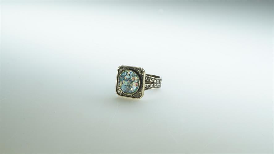 טבעת כסף מושחר עם זכוכית רומית