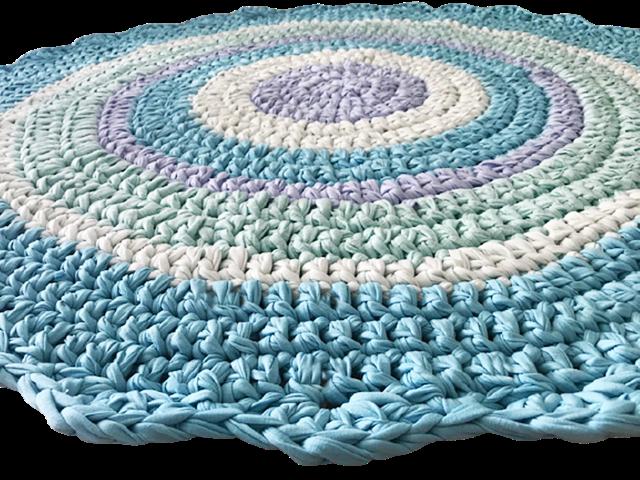 שטיח סרוג, שטיח בחוטי טריקו, שטיח מטריקו בצבעים של ים, שטיח תורכיז ותכלת, שטיח עגול סרוג, שטיח לחדר ילדים