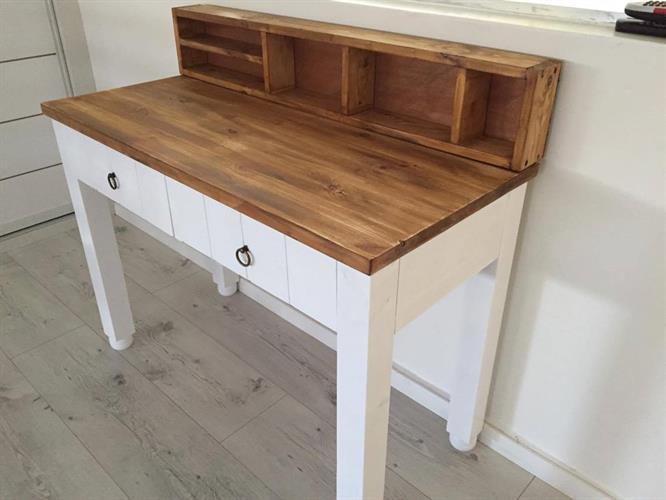 שולחן קלאסי מעץ מלא כולל מגירות