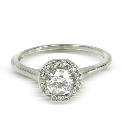 """טבעת זהב 14 קרט """"היילו"""" משובצת יהלומים 0.55 קראט"""