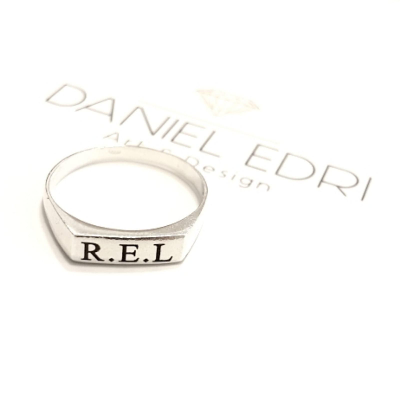 טבעת שורה וחריטה שחורה