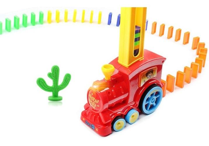 רכבת דומינו אוטומטית משמיעה צלילים