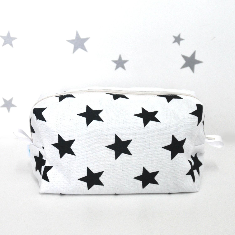 תיק חיתולים שחור-לבן כוכבים