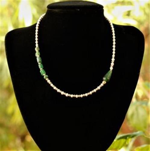 מחרוזת פנינים עם חרוזי זכוכית רומית ירוקים אותנטיים וחרוזי גולדפילד