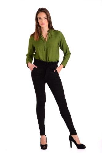 מכנס  צמוד וגבוה בצבע שחור עם חגורה