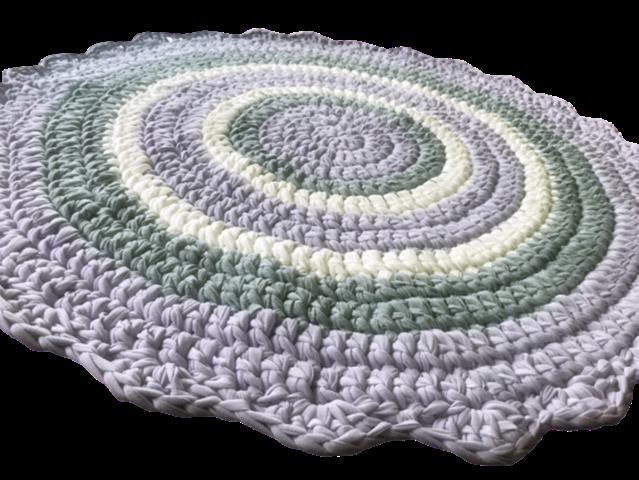 שטיח עגול סרוג בטריקו, שטיח סרוג בגוונים של שמנת אופוויט, סגול לבנדר, אפורים, שטיח לחדר של ילדה, עיצוב חדר לילדה, שטיחים לחדרי ילדים,