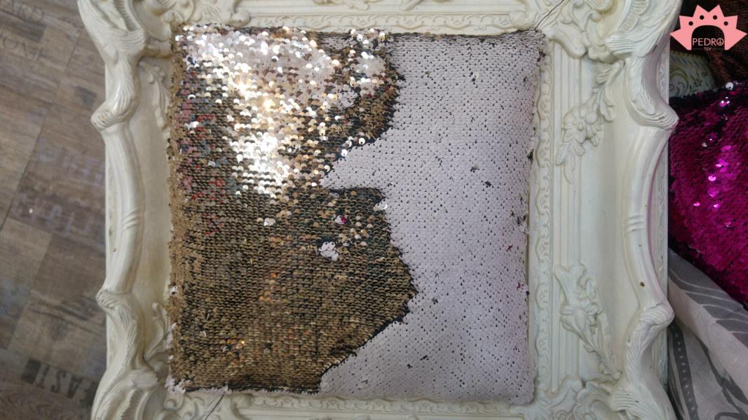 כרית נוי מנצנצת - פייטים מתהפכים לבן עתיק כסף