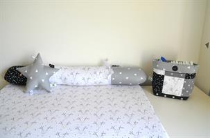 משטח החתלה לשידה+נחשושון BLACK & WHITE