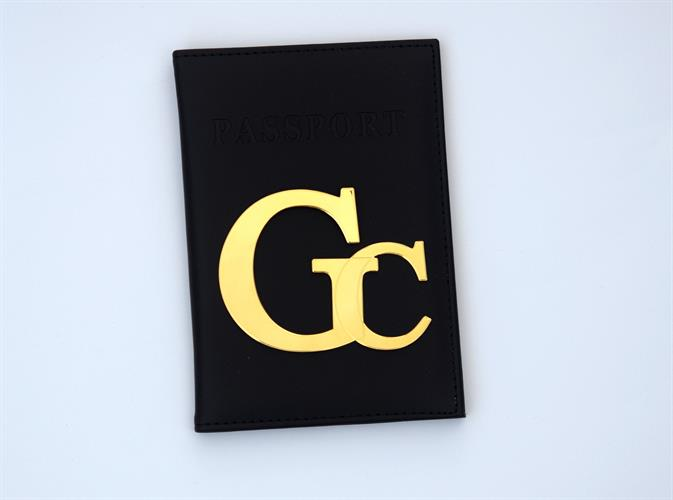 כיסוי לדרכון דמוי עור שחור עם אותיות גדולות