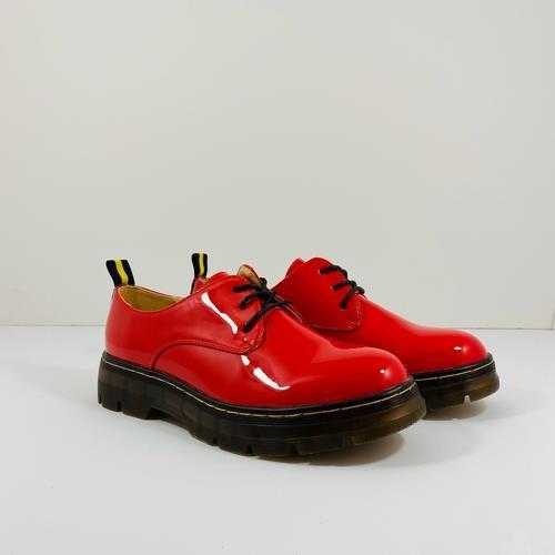 נעל YOUNG בצבע אדום לק