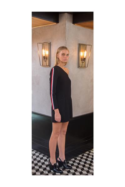 שמלת כתף שחורה