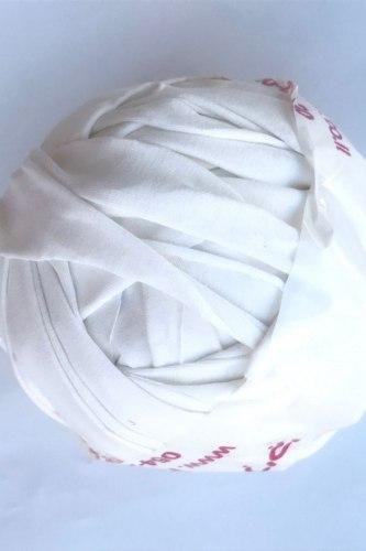 עודפי ייצור של חוטי טריקו פרוסים לסריגה צבע שמנת אופוויט