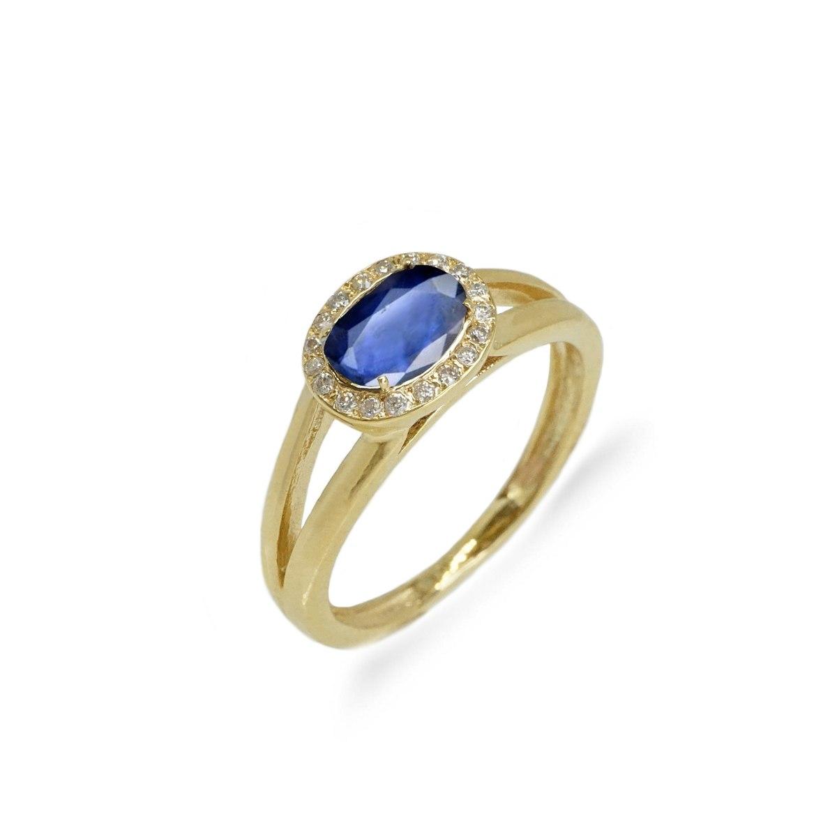 טבעת זהב משובצת אבן חן בחיתוך אליפסה ושורת יהלומים לבנים מסביב