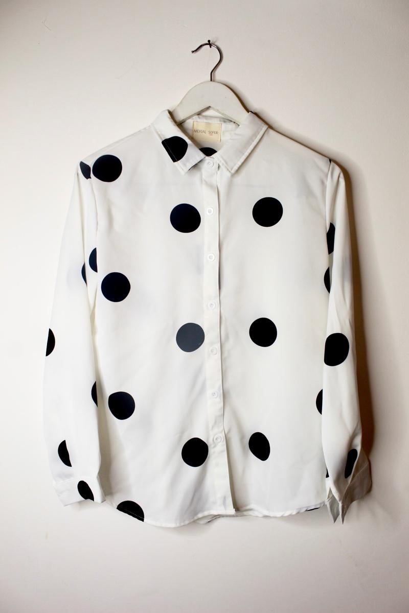 חולצה מכופתרת עיגולים לבן