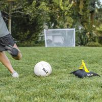כדור אימון איכותי ומקצועי לתרגול בעיטות - KICKBACK מבית המותג SKLZ כולל כדור מקצועי גודל 4 או 5
