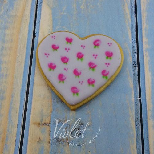 עוגית לב איור פרחים