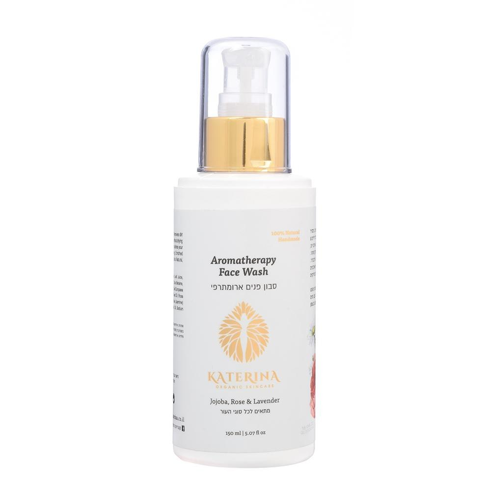 סבון ארומתרפי לניקוי יומיומי של עור הפנים. מסיר בעדינות וביעילות לכלוך ועודפי איפור ולא מייבש את העור.מיצוי של צמחי מרפא אורגניים מקמומיל, לבנדר וורדים מזינים אתעור הפנים ומותירים אותו נקי, חלק וזוהר.  ללא SLS     ללא פארבנים   ללא בישום סינטטי   ללא כימיקלים ומשמרים מזיקים תכולה  150 ml   5.07 fl oz  הוראות שימוש: להרטיב את הפנים ולעסות מעט מהסבון