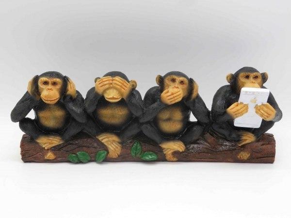 """מתנות מיוחדות פסל  """"ארבעת הקופים"""" לא רואה לא שומע לא מדבר עם סמארטפון ביד"""