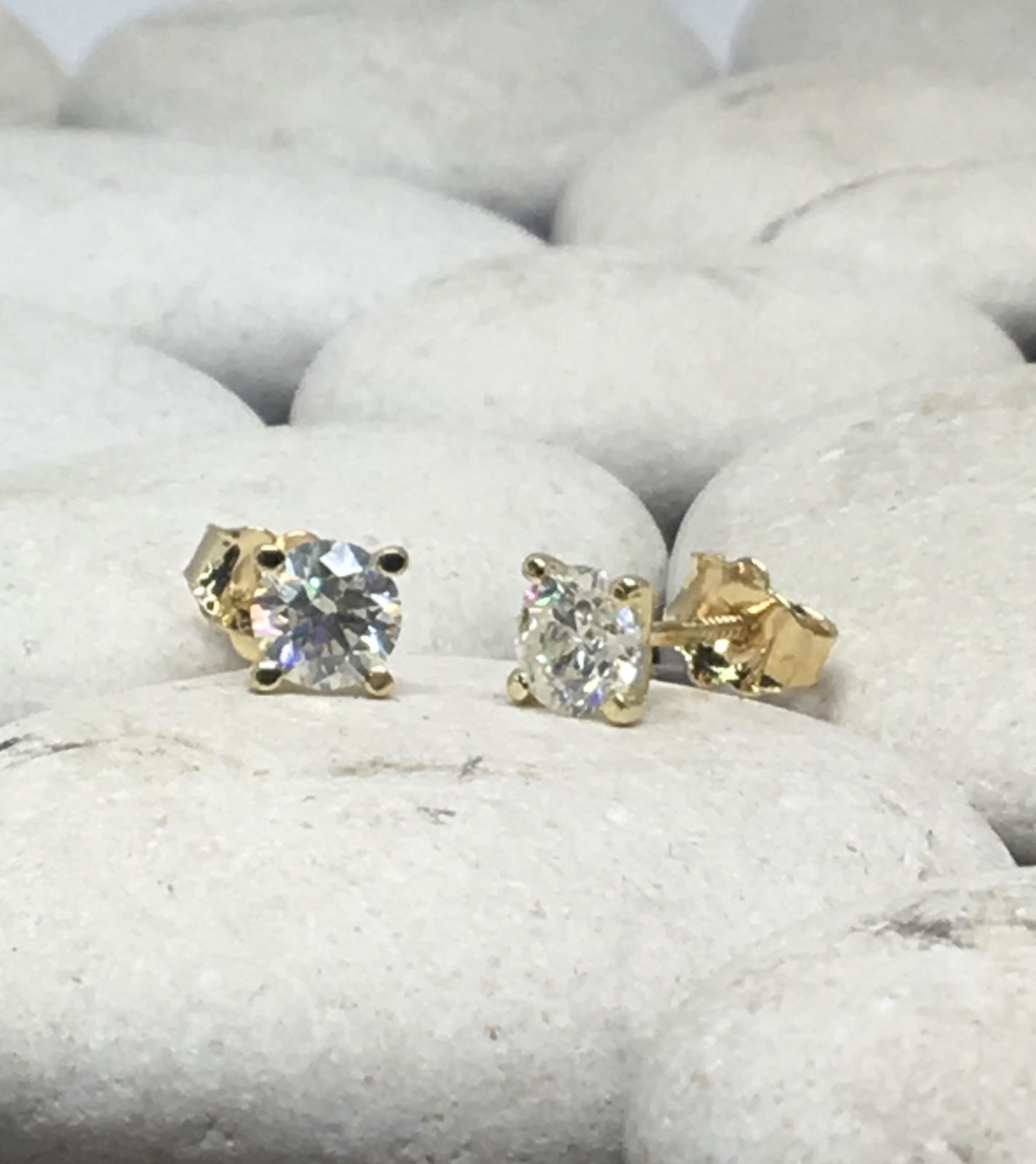 עגילי יהלומים 0.80-0.75 קראט דגם מרטיני | עגילי יהלומים צמודים לאוזן | עגילי יהלומים סוליטר בזול