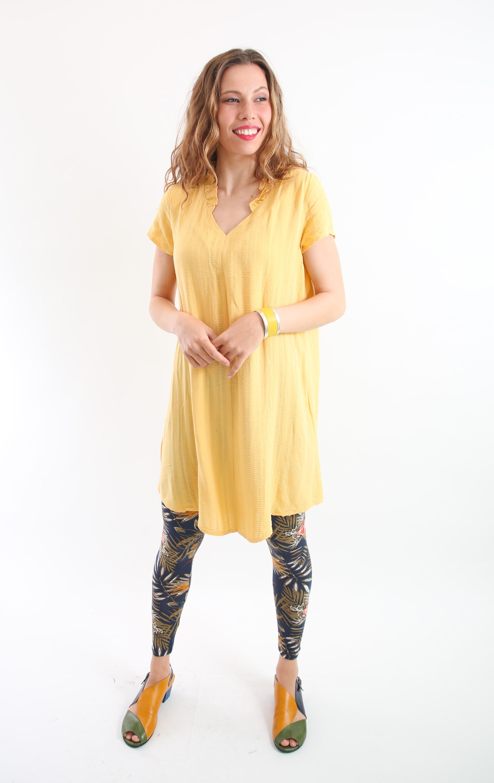 טוניקת וולאן צהובה עם שרוול קצר