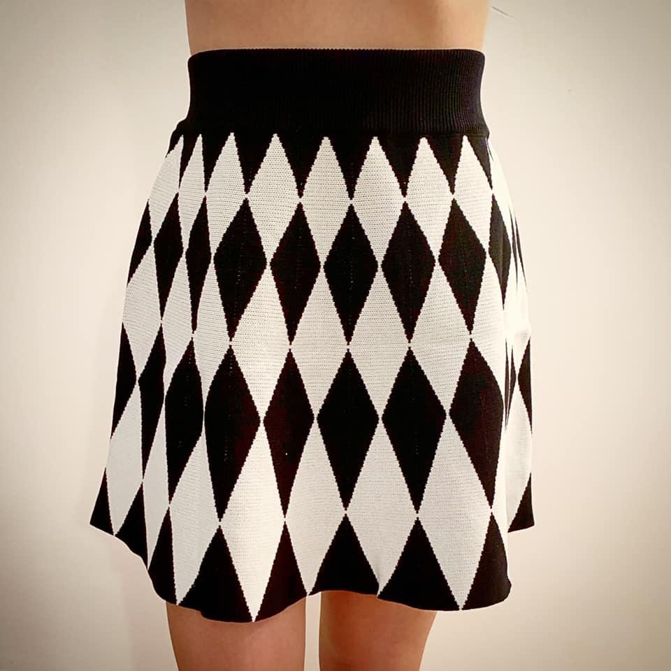 חצאית קלוש סריג - שחור מעוינים