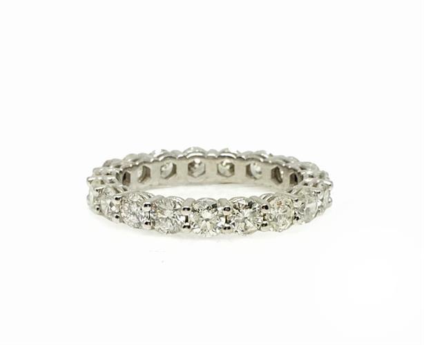 טבעת איטרניטי משובצת יהלומים 2.4 קראט בזהב 14 קאראט | טבעת עם 2 קראט יהלומים