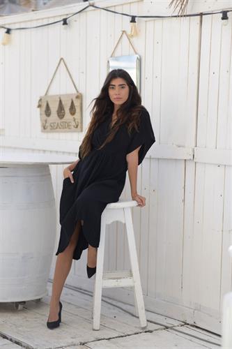 שמלת אובר סייז וקשירה שחורה