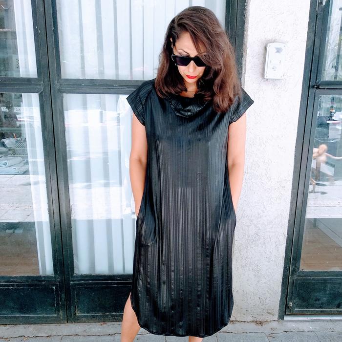 שמלת מאונטן שחורה שרוול קצר