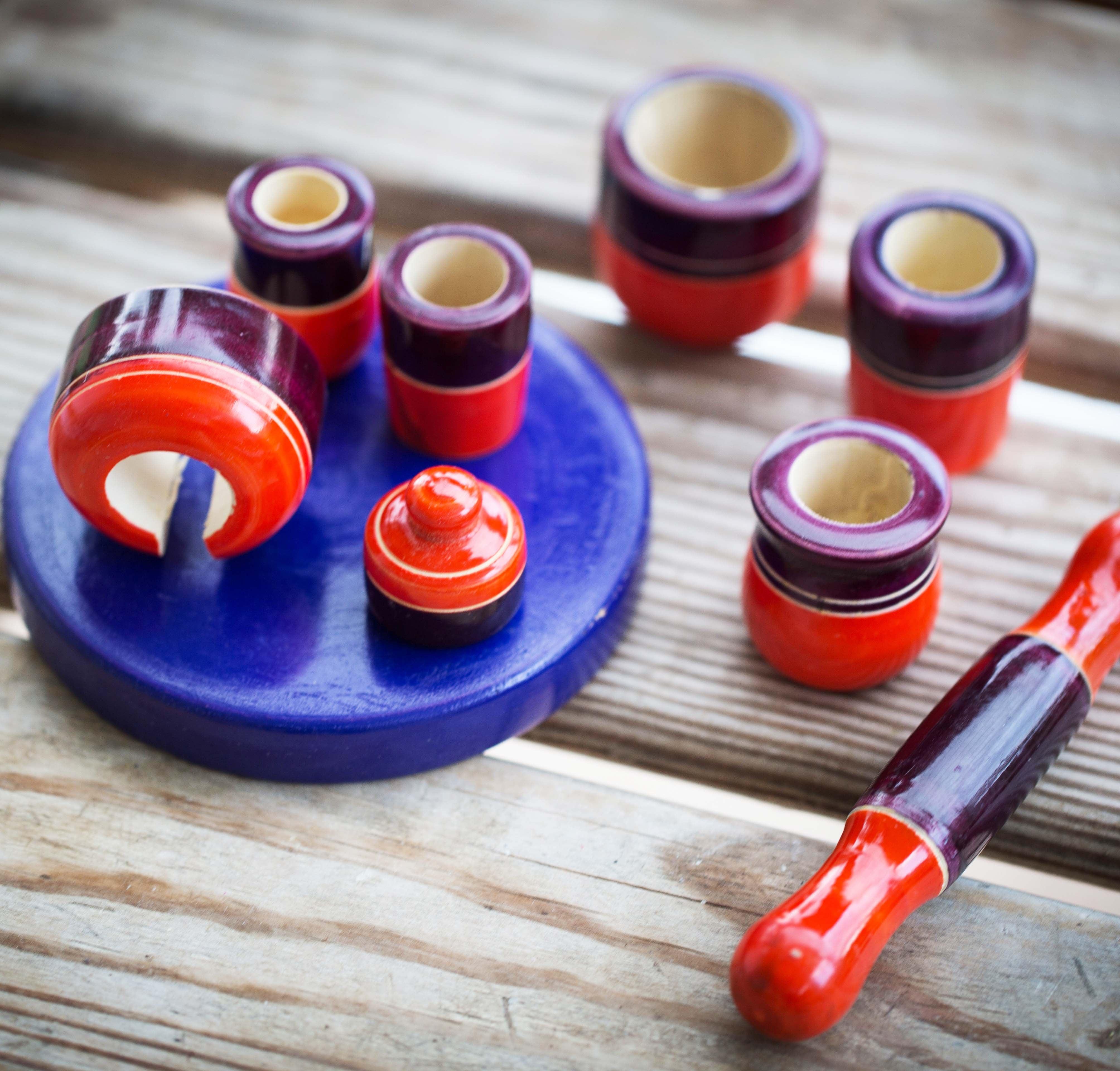 כלי מטבח מיניאטוריים מעץ  סגול-אדום