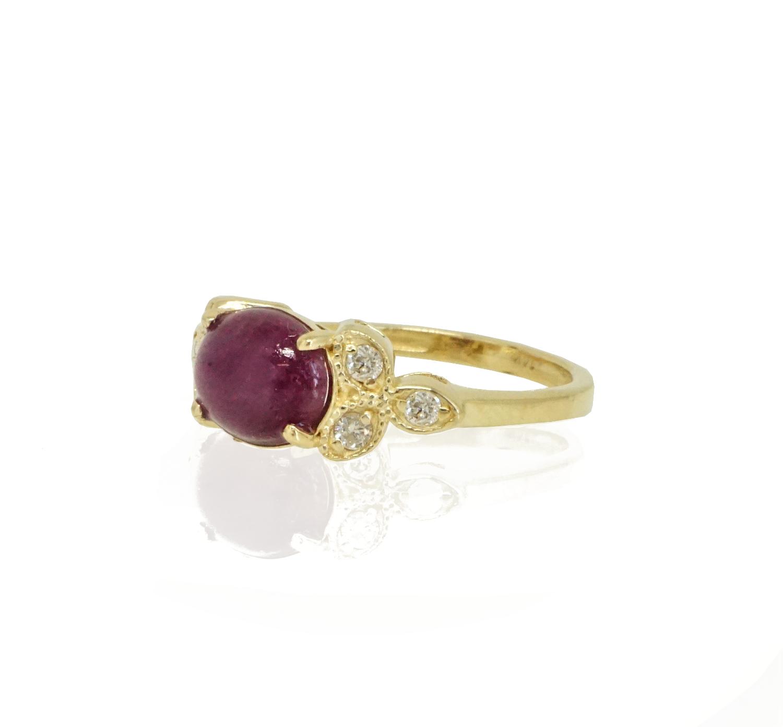 טבעת זהב לאישה בסגנון וינטאג' בשילוב רובי ויהלומים