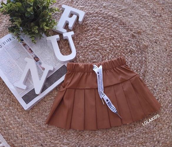 חצאית פליסה במראה עור דגם 2806/2