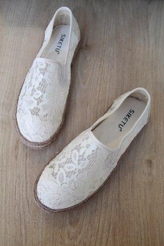 נעלי תחרה לבנות
