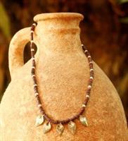 שרשרת קדם- חרוזים היקסוסים, פנינים ועלים מכסף