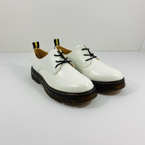 נעל YOUNG בצבע לבן מט