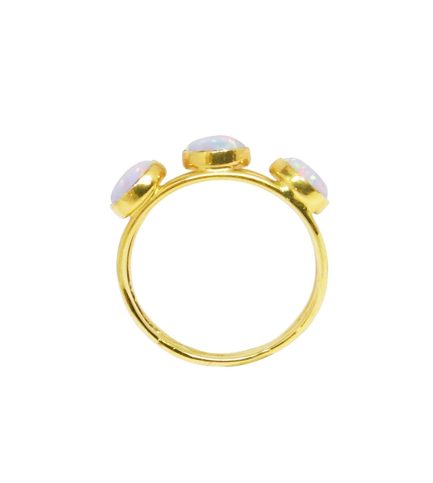 טבעת אופל לבנה בזהב צהוב 14 קאראט