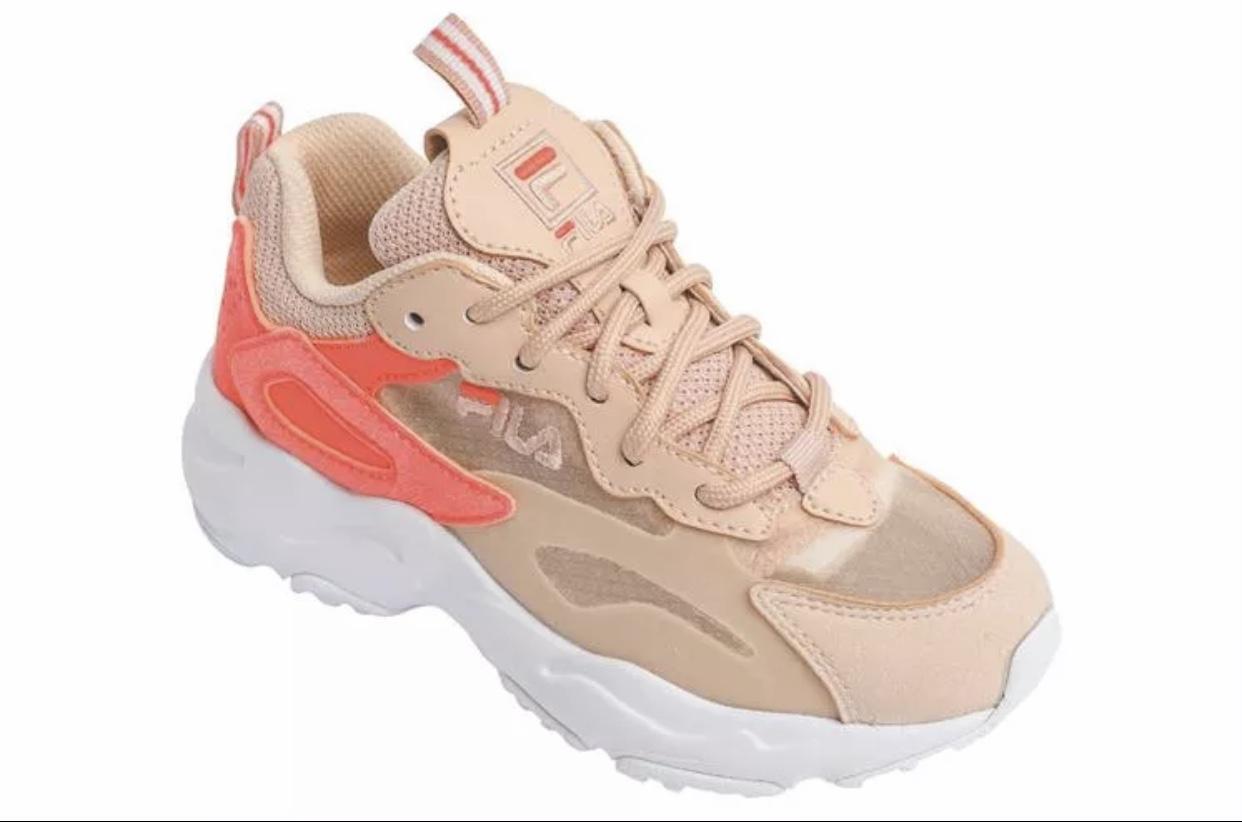 נעליים צבע קרם FILA